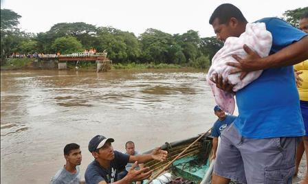 A rescue operation takes place. Photo from El Nuevo Diario